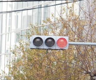 赤信号で止まらない世界を想像していますか